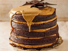 Moist chocolate and caramel cake-Klam sjokolade-en-karamel-koek Moist chocolate and caramel cake - Baking Recipes, Cake Recipes, Dessert Recipes, Desserts, Baking Ideas, Kos, Ma Baker, Caramel Treats, Decadent Cakes