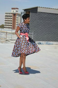 You can tell how beautiful an African lady is by seeing her dressed in her beautiful Ankara gown - Check out these beautiful ankara gown styles of 2018 African Fashion Ankara, Ghanaian Fashion, African Print Dresses, African Dresses For Women, African Print Fashion, African Attire, African Wear, African Women, African Prints