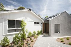 Two-story contemporary Renovate home wood decorate (13)
