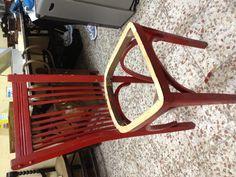 Esta silla es de cocina y lleva veinte años de color rojo