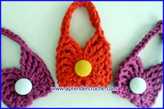 """Edinir-Croche ensina mini bolsas para chaveiros ou lembrancinhas no ponto-a-ponto. *NOVOS VIDEO-AULAS TODA SEMANA"""" Clique no link abaixo e clique em """"Inscrev..."""