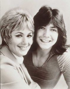 Shirley Jones and step-son David Cassidy starred as Mother and son, Shirley and Keith Partridge on The Partridge Family. Shirley Jones, Do Re Mi, Famous Celebrities, Celebs, Nostalgia, Family Tv, Partridge Family, Davy Jones, David Cassidy