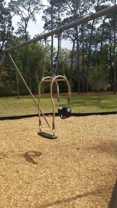 This swing that can accommodate a parent and their baby at the same time. 19 Tiny But Brilliant Inventions That've Made The World A Little Bit Better Ideas Para Inventos, Kids Swing, Child Swing, Baby Swings, Ideas Geniales, Chuck Norris, Little Designs, Cool Inventions, Baby Inventions