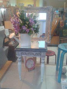 Mesa e espelho restaurados