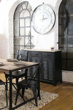 Salle à manger #industrielle avec buffet en #métal noir
