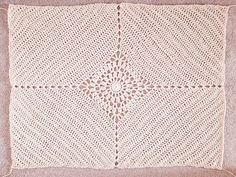 Crochet Cardigan Pattern, Crochet Motif, Diy Crochet, Crochet Crafts, Crochet Stitches, Crochet Patterns, Peacock Pattern, Crochet Basket Tutorial, Chunky Crochet