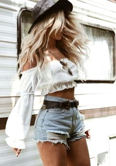 42 Chic Summer Outfits Ideas You Should Try - Festival looks - {hashtags Chic Summer Outfits, Outfits Casual, Mode Outfits, Fashion Outfits, Country Concert Outfit Summer, Womens Fashion, Style Summer, Bbq Outfit Ideas Summer, Fashion Ideas