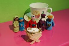 Crochet 3 kings and Holy family free pattern, can be used as finger puppets