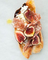 Salami and freshly sliced Mission figs pair together in these delicious and easy crostini. Italian Appetizers, Appetizer Recipes, Appetizer Ideas, Yummy Appetizers, Fig Recipes, Cooking Recipes, Summer Recipes, Best Italian Dishes, Italian Recipes