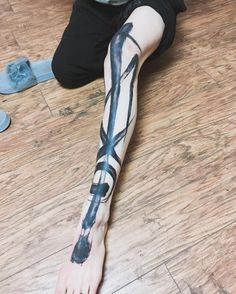 Grimes Full-Leg Tattoo New Ink