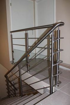 Simplest form of balustrade - SSteel Stainless Steel Stair Railing, Metal Stair Railing, Railings, Stairs Tiles Design, Home Stairs Design, Steel Railing Design, Roof Truss Design, Balustrade Inox, Balcony Grill Design