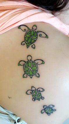 Green Ink Turtle Tattoos On Girl Back Mini Tattoos, Body Art Tattoos, New Tattoos, Small Tattoos, Sleeve Tattoos, Cool Tattoos, Tatoos, Random Tattoos, Henna Tattoos