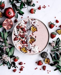 @gatherandfeast morning Breakfast // Pink Smoothie Bowl 2 frozen bananas, a few fresh strawberries, vanilla powder & 1 cup almond milk whizzed together & then topped with all the fruit! dragon fruit, passionfruit, strawberries, raspberries, pomegranate & coconut