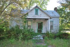 Abandoned Library, Abandoned Houses, Abandoned Places, Old Houses, Old Buildings, Homesteading, Shed, Outdoor Structures, Cabin