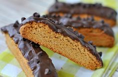See related links to what you are looking for. Healthy Biscotti Recipe, Midweek Meals, Chocolate Peanuts, Easy Healthy Recipes, Recipe Ideas, Simple, Desserts, Food, Tailgate Desserts