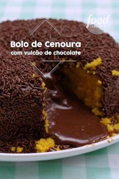 Confira a receita de Bolo Vulcão de Cenoura do FoodNetwork Brasil Sweet Recipes, Cake Recipes, Dessert Recipes, Food Network Recipes, Cooking Recipes, Cooking Eggs, Love Food, Food Porn, Food And Drink