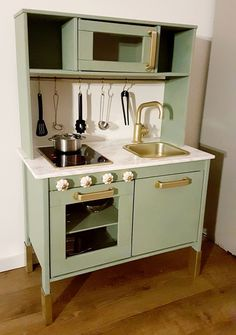 Best Snap Shots Pimpy little kitchen Concepts An Ikea youngsters' space remains to amaze the little ones, since they're provided much more th Ikea Kids Kitchen, Ikea Kids Room, Diy Play Kitchen, Little Kitchen, Kitchen Ideas, Trofast Ikea, Small Kitchen Organization, Painting Kitchen Cabinets, Ikea Hack