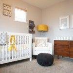 Quarto de bebê cinza, mostarda e branco