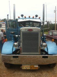 Truck drivers post pics of your rigs Big Rig Trucks, Show Trucks, Old Trucks, Pickup Trucks, Classic Tractor, Classic Trucks, Classic Cars, Peterbilt 379, Peterbilt Trucks