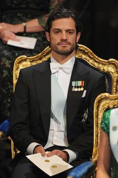 Could this be the fairest prince of them all? Prince Carl Philip of Sweden, third in line to the Scandinavian throne after his sister Victoria and niece Princess Sofia Of Sweden, Prince And Princess, Prinz Carl Philip, Prix Nobel, Pictures Of Prince, Swedish Royalty, Casa Real, Glamour, Papi