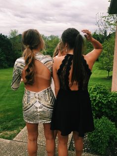 Silver and black dresses 🌻💛🌻💛 Hoco Dresses, Dance Dresses, Pretty Dresses, Homecoming Dresses, Homecoming Pictures, Prom Photos, Bff Goals, Best Friend Goals, Bffs