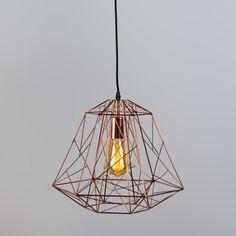 Pendelleuchte Framework kupfer: Trendige und hippe Pendelleuchte, die aus dünnem, kupferfarbenem Metalldraht hergestellt ist. Durch das minimalistische Design ist das Leuchtmittel sichtbar, was ganz zum aktuellen Trend passt. #Pendelleuchte #Innenbeleuchtung #Wohnen #einrichten #kupfer