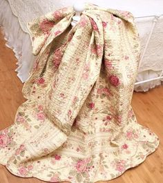 Romantic Chic Shabby Cabbage Roses Cotton Quilt and Pillow Sham Set Add romance and elegance to your bedroom with this gorgeous Cottage style quilt bedding set with matching bed skirt and curtains. St