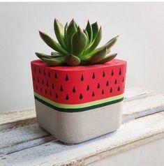 Painted Plant Pots, Painted Flower Pots, Decorated Flower Pots, Cement Art, Concrete Crafts, Plant Decor, House Plants Decor, Diy Cement Planters, Flower Pot Art