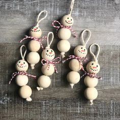 Wood Bead Snowman Ornaments diy and crafts ideas Christmas Ornament Crafts, Snowman Ornaments, Beaded Ornaments, Ornaments Ideas, Snowman Decorations, Wood Ornaments, Handmade Ornaments, Snowman Wreath, Diy Christmas Jewelry