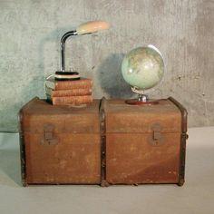 Baúl antiguo como mesa auxiliar, Antiker Überseekoffer. 1880 - 1900.