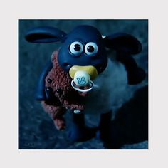 Shaun the Sheep ) Shaun The Sheep, Pacifiers, Gif Pictures, Baby Bottles, Diy And Crafts, Gifs, Animation, Facebook, Christmas Ornaments