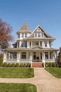1910 Historic House For Sale In Shenandoah Iowa — Captivating Houses Victorian Architecture, Classical Architecture, Sustainable Architecture, Beautiful Architecture, Pavilion Architecture, Residential Architecture, Contemporary Architecture, Grand Hall, Grand Foyer