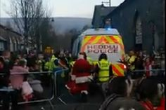 Children stunned as Santa Claus leaves Christmas parade... in a police riot van!