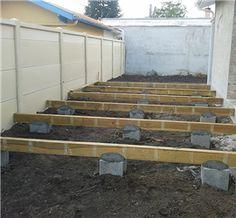 Clôture en panneaux béton et ossature pour terrasse bois