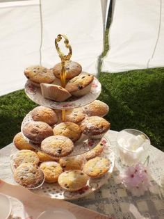 Regency Queen Cakes for Jane Austen& Afternoon Tea Party. Photo by Happyliltumtum Jane Austen, French Tart, Tea Recipes, Party Recipes, Welsh Recipes, English Recipes, Queen Cakes, Individual Cakes, Cake Mixture