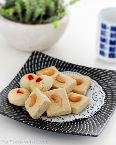 To Food with Love: Cashew Semolina (Sugee) Cookies Indian Desserts, Indian Sweets, My Recipes, Cookie Recipes, Butter Cookies Recipe, Clarified Butter, Biscuits, Sweet Tooth, Easy Meals
