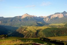 See the top 10 trails for hiking Telluride, Colorado. Find easy, moderate and difficult spots, and waterfalls and lakes. The outdoors are calling. #travel #itrip #hiking #vacation #mountains #colorado #telluride