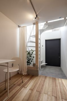 tiny vertical townhouse in Japan