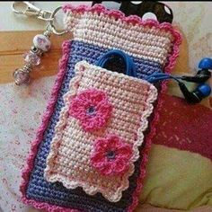 Crochet Phone Cover crochet phone wallet - ideas for crochet dish soap apron Crochet Phone Cover, Bag Crochet, Crochet Pouch, Crochet Purses, Crochet Gifts, Cute Crochet, Crochet Designs, Crochet Patterns, Crochet Mobile