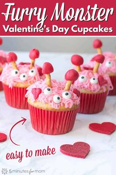 Furry Monster Valentine Cupcakes - Lovingly scary on the outside, but ultra sweet on the inside. #valentinesday #cupcakes Valentine Day Cupcakes, Valentines Day Food, Valentine Day Crafts, Funny Valentine, Romantic Meals, Poke Cakes, No Bake Cheesecake, Food Crafts, Vegan Cake