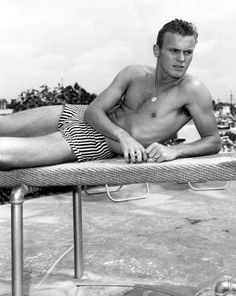 Tab Hunter Confidential is a 2015 documentary about the life and career of the titular former actor, matinee idol and heartthrob who was also a closeted homosexual in Hollywood. Tab Hunter, Debbie Reynolds, Athletic Models, People Of Interest, Old Hollywood Glamour, Clint Eastwood, Male Beauty, Stargazing, American Actors