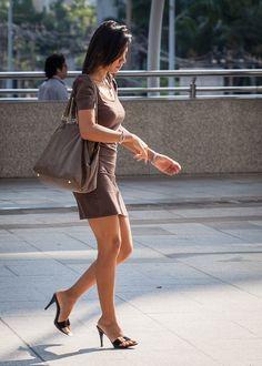 Beautiful Asian Women, Beautiful Legs, Maid Cosplay, Girls In Mini Skirts, Sexy Legs And Heels, Great Legs, Women Legs, Cute Asian Girls, Asian Woman