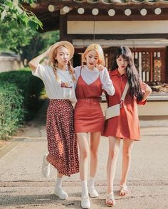 Twin Look Korean Fashion Retro Urban Chic Feminine Casual Outfit Korean Fashion Trends, Korea Fashion, Asian Fashion, Look Fashion, Retro Fashion, Trendy Fashion, Girl Fashion, Fashion Design, Fashion Styles