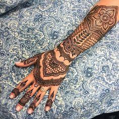 Image de henna art and islam fashion Pretty Henna Designs, Finger Henna Designs, Bridal Henna Designs, Henna Tattoo Designs, Henna Tattoos, Hena Designs, Design Tattoos, Flower Tattoos, Tatoos