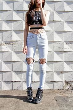 outfits ideas: wear fishnet tights under ripped jeans or denim Grunge Outfits, Grunge Fashion, Look Fashion, Korean Fashion, Fashion Outfits, Womens Fashion, Fashion Trends, Teen Outfits, Edgy Teen Fashion