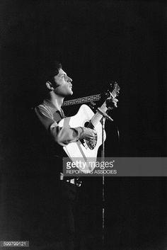 Joe Dassin lors d'un concert le 20 mars 1967 à Paris, France .