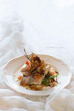 Lomo de merluza sobre fondo de verduras al vinagre de módena