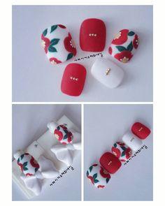 """좋아요 977개, 댓글 20개 - Instagram의 사파이어수채화네일 (sapphire)(@sapphire_nail)님: """"#첫줄안뇽 딸기가 #마리몬드 스타일의 #동백꽃 이미지가 참 이쁘다고 들고왔네...🌼🍃 패디와네일에 💅올리기전 팁에다 그려봄....동글동글한 붉은 동백꽃이 귀엽네~^^☺ . .…"""" Teen Nails, Luv Nails, Asia Nails, Sapphire Nails, Pretty Nail Art, Toe Nail Designs, Nail Shop, Toe Nail Art, Flower Nails"""