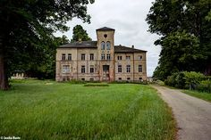 Schloss Kobrow, Germany, May 2014 (via lost in time)