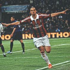 Soccer World, World Of Sports, I Am Zlatan Ibrahimovic, Ibrahimovic Wallpapers, Milan Wallpaper, Ac Milan, Football Players, Ronaldo, Fifa